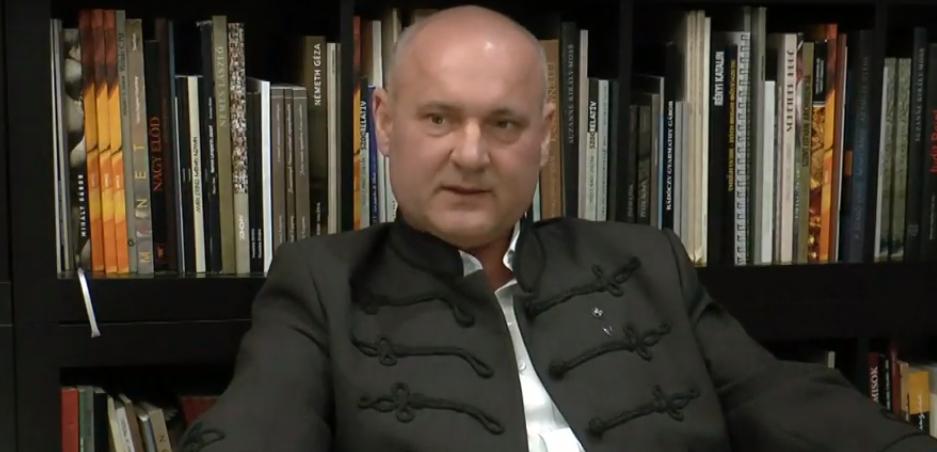 """""""A világ folyamatosan változik, bármi lehetséges"""" – beszélgetés Matl Péterrel, a Vereckei Emlékmű alkotójával"""