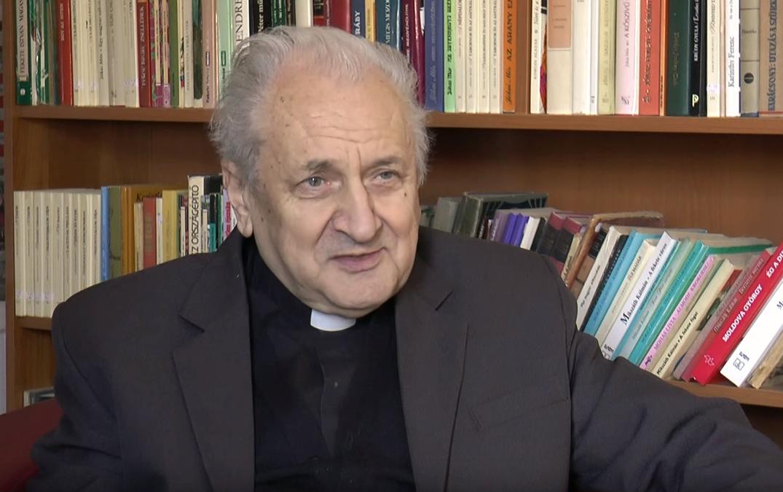 A pap bácsi, aki jövőt adott a gyimesi csángó fiataloknak – Berszán atyával beszélgettünk