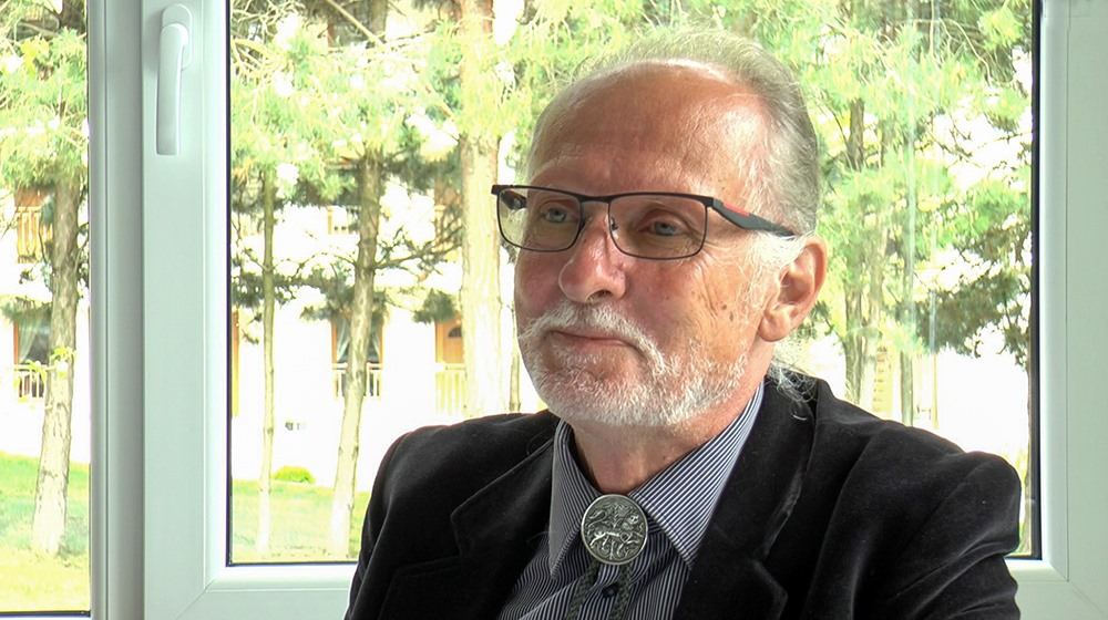 Egy 21. századi lovag – Videóriport Dr. Csámpai Ottóval